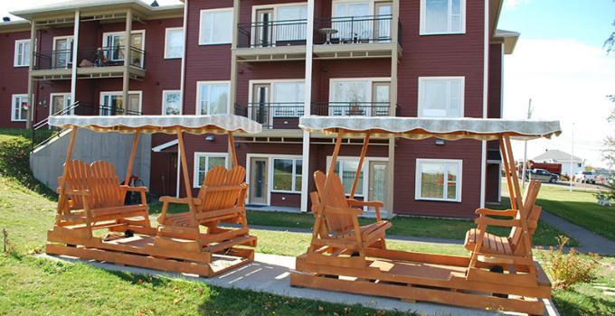 Centre polyvalent Rimouski - Pavillon L'Héritage et balancoir